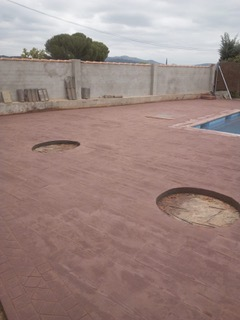 macetas y piscina para patio