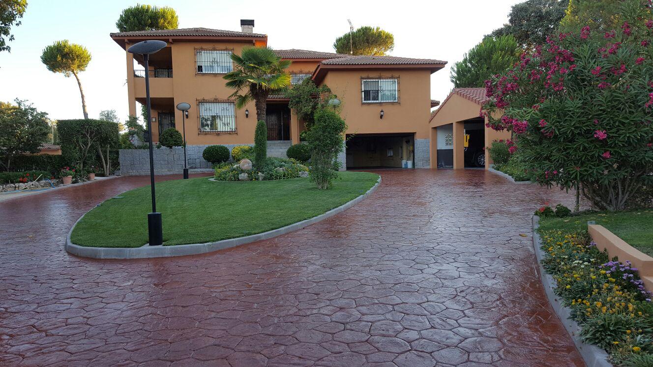 entrada exterior de jardin y garaje