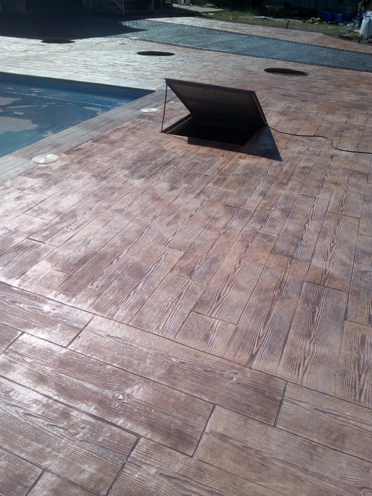 efecto madera para piscina exterior