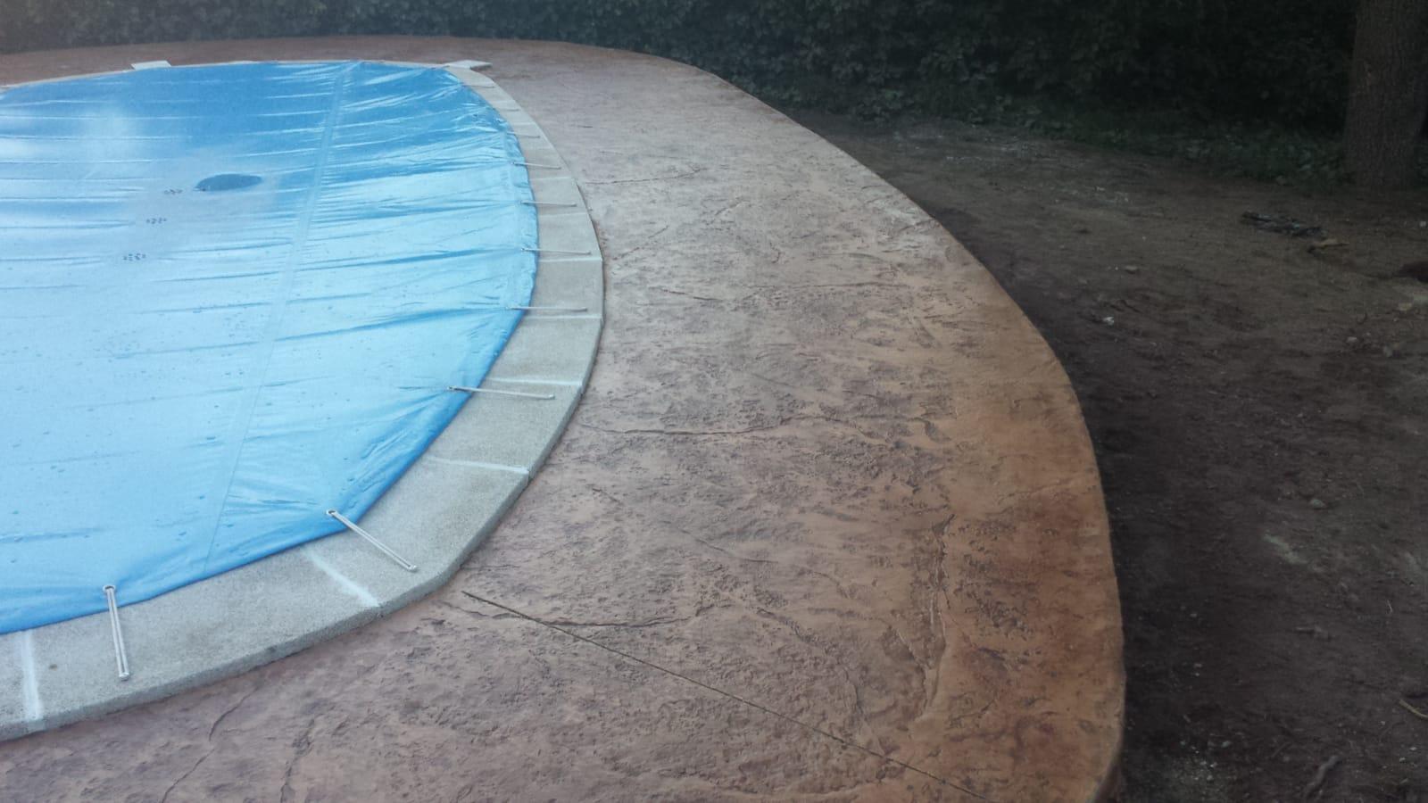 hormigon impreso para bordillo de piscina