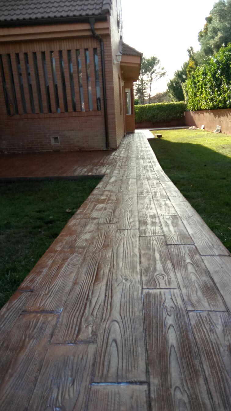 madera para jardin con ladrillo