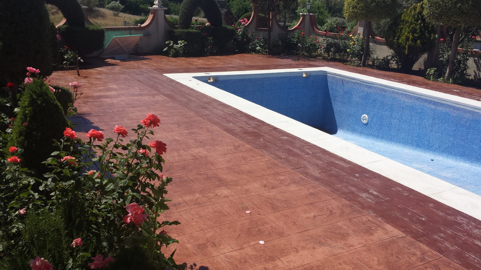 acabado baldosa piscina